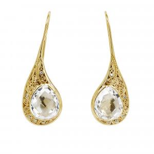 """""""La larme du Crocodile"""", boucles d'oreille, dormeuses, filigrane, or jaune, Cristal de Roche, facetté, taille poire, diamants blancs,"""